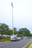 电视新闻有天线的摄象组搬运车  免版税库存图片
