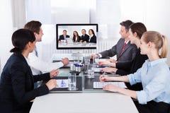 电视电话会议的买卖人在业务会议上 库存照片