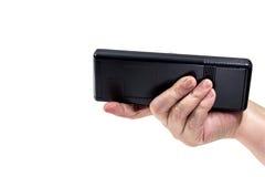 从电视的遥控在一名年长妇女的手上 免版税库存照片