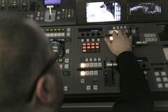 电视编辑与在电视broadca的音频录影搅拌器一起使用 免版税图库摄影