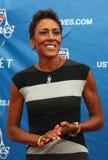 电视船锚在隆重的罗宾罗伯特在美国公开赛2013年首场演出仪式前在USTA国家网球中心 库存图片