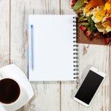 电话、coffe和笔记本计划的 免版税库存图片