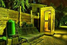 电话亭在晚上 库存图片