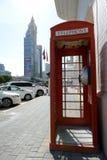 电话亭是近的扎耶德回教族长路 免版税库存照片
