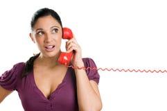 电话使妇女年轻人惊奇 免版税库存图片