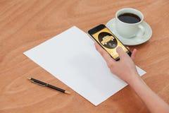 电话出租汽车文本和电话标志的数位引起的图象的综合图象 免版税库存照片