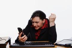 电话叫喊的妇女 免版税库存照片