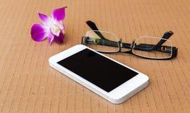 电话和玻璃 免版税库存图片