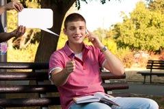 电话在公园 免版税库存图片