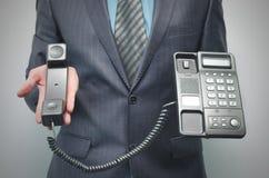 电话在商人手上 库存照片