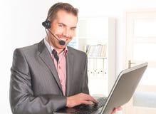 电话接线员在电话中心 免版税库存照片