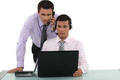 电话推销员和经理 免版税库存图片