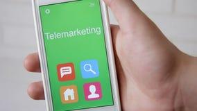 电话推销在智能手机的概念应用 人使用流动app 股票视频