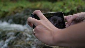 电话由慢动作的美丽的河做录影 股票录像
