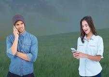 电话的人们在领域 免版税图库摄影