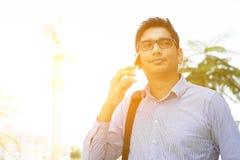 电话的印地安商人 库存图片