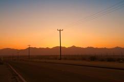 电话线杆在沙漠 免版税图库摄影