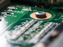 电路板特写镜头有集成电路、电阻器和电容器的 图库摄影