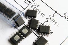电路设计集成电路滑倒管 免版税图库摄影