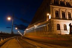 电车光在布达佩斯 图库摄影