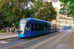 电车在克拉科夫波兰 免版税库存照片