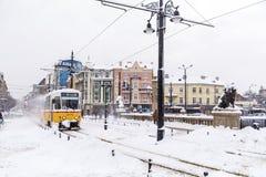 电车在冬天城市 库存图片