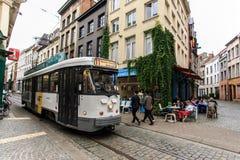 电车在城市的历史中心 库存照片