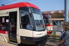 电车在城市 免版税库存图片
