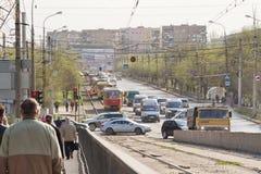 电车在路轨与在的一次交通事故相关 库存照片