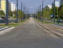 电车方式和柏油路的透视都市场面中心 库存照片