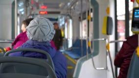 电车的人们,乘客乘坐 股票录像