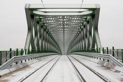 电车的斯诺伊桥梁 图库摄影