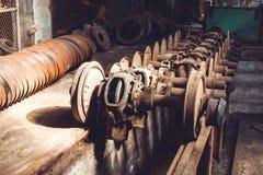 电车的零件 轮子 在天光 免版税库存照片