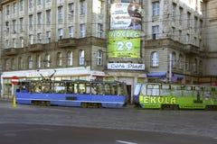 电车轨道在华沙,波兰 免版税库存照片