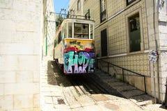 电车28在里斯本,葡萄牙 图库摄影