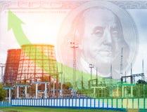 电驻地和冷却塔、美元在天空,绿色箭头、上涨的电价格、大力士和太阳 免版税库存图片