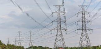 电高杆次幂孪生电压 免版税库存图片