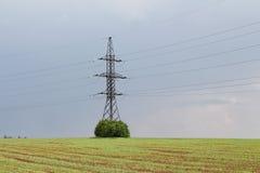 电-输电线和缆绳 库存照片