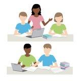 男人和妇女一起学习 免版税库存图片