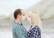男人和妇女人工呼吸机容忍的 免版税库存照片