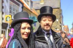 男人和妇女哥特式服装和构成的。 免版税图库摄影