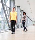 男人和妇女商业中心 免版税库存图片