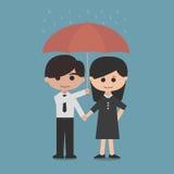 男人和妇女在一把红色伞下 免版税库存照片
