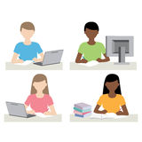 男人和妇女在做家庭作业的计算机前面 库存照片