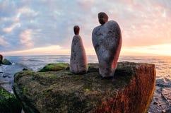 男人和妇女小雕象  免版税库存图片