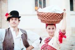 男人和妇女民间服装的,萨格勒布时间机器 免版税库存照片
