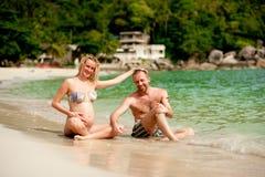 男人和妇女海滩的 库存图片