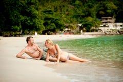 男人和妇女海滩的 库存照片