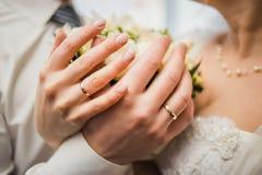 男人和妇女的图片有婚戒的 库存照片