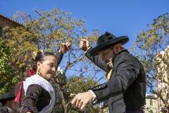 男人和妇女跳舞在巴伦西亚,西班牙 库存照片